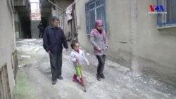 Savaştan Kaçan Suriyeli Ailenin Peşini 'Engeller' Bırakmıyor