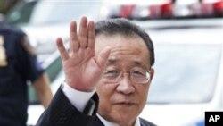 朝鮮代表團團長﹑朝鮮副外相金桂冠進入會議場地﹐對在場媒體揮手。
