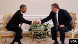Barack Obama se reunió con el presidente polaco, Bronislaw Komorowski.
