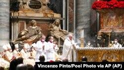 Папа Римськй Франциск під час богослужіння 24 грудня