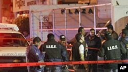 State police and forensic experts outside of a nightclub in Guadalajara, Mexico, after gunmen opened fire and hurled a grenade, February 12, 2011
