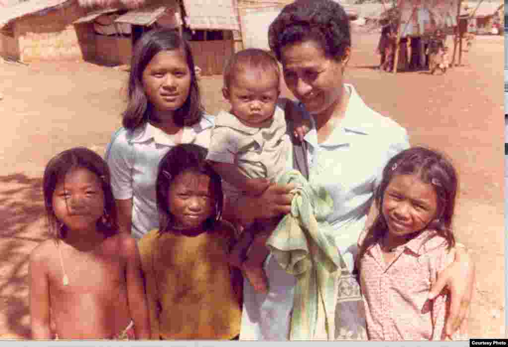 Ly Sambo took a group picture with other kids in Khao I-Dang refugee camp in early 1980s. (Courtesy Photo)