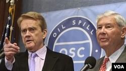Wakil pimpinan Komisi Penanggulangan Tumpahan Minyak Nasional, Bob Graham (kanan) dan William Reilly, dalam jumpa pers di Washington, DC, mengenai laporan terbaru mereka.