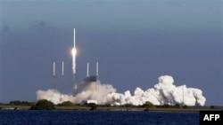 Первый космический аппарат частной компании запущен в США