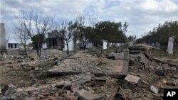 Tòa nhà bị san bằng thành đống đổ nát sau vụ nổ nhà máy làm pháo bông ở miền nam Ấn Ðộ, ngày 5/9/2012