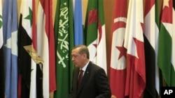 阿拉伯聯盟各國外長星期二在開羅開會土耳其首相埃爾多安在會上發言。