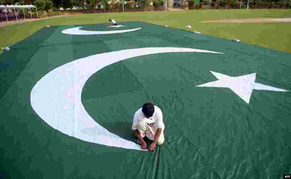 Pakistani workers make a huge national flag ahead of forthcoming celebrations of the country's Independence Day in Karachi.  Pakistan will celebrate its Independence Day on August 14.