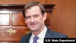 David Hale, Sou Sekretè Deta Etazini pou Afè Politik.