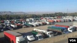 در دور جدید اعتصاب کامیونداران، رانندگان در شهرهای مختلف از حمل بار خودداری کردند.
