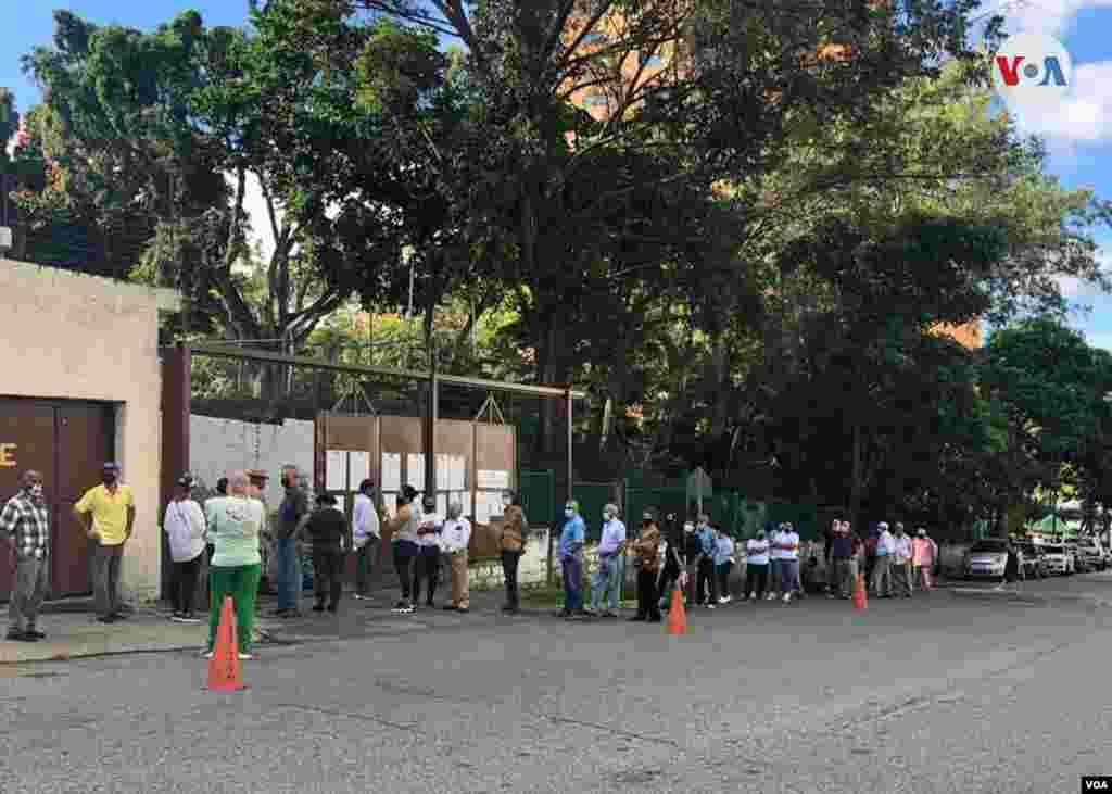 Según estimados del Observatorio contra el Fraude de la mayoría opositora de la Asamblea Nacional hasta el mediodía sólo había participado 7,5% de los electores habilitados. Caracas, diciembre 6 de 2020. Foto: Álvaro Algarra - VOA.