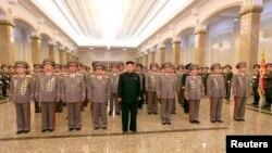 Lãnh đạo Triều Tiên Kim Jong Un thăm lăng Kim Il Sung nhân kỷ niệm ngày sinh của lãnh tụ sáng lập quốc gia, còn được gọi là 'Ngày Mặt trời'.