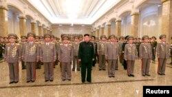 Shugaban Koriya ta Arewa, Kim Jong Un tare da sojojinsa.
