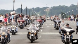 滚雷游行,成千上万摩托车穿过华盛顿街道