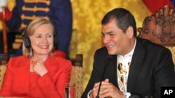 US Secretary Hillary Clinton meeting at the Palacio de Carondelet in Quito with Ecuador's President Rafael Correa, 08 Jun 2010