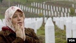 Makam ribuan warga muslim Bosnia yang menjadi korban pembantaian di Srebrenica tahun 1990-an.