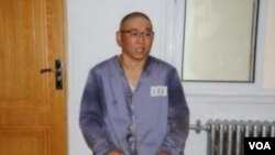 裴俊皓在北韓勞改營接受報刊記者採訪