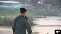 Binh sĩ Thái Lan tại thị trấn Mae Sot
