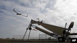 Pesawat tanpa awak milik Amerika Serikat saat diluncurkan di bandar udara Arlington, Oregon. (Foto: Dok)