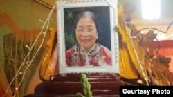 Cách đây một tháng, Bà Lê Thị Tuyết Mai, 67 tuổi, cư dân quận Bình Thạnh đã tử vong sau khi tự thiêu trước Dinh Thống Nhất để đòi Trung Quốc rút giàn khoan khỏi vùng biển Việt Nam.