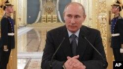 Presiden Rusia Vladimir Putin hari Rabu mengatakan hanya sanksi-sanksi DK PBB yang berhak membatasi pasokan senjata ke negara apapun (foto: dok).