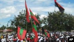 Bandeiras da UNITA e do MPLA em celebrações do Dia da Paz