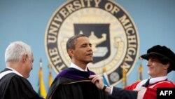 美国总统奥巴马获密西根大学颁荣誉法学博士学位
