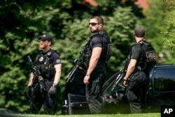 Secret Service agents stand on the North Lawn of the White House in Washington, May 20, 2016, after the White House was placed on security alert because of a shooting on the street outside.