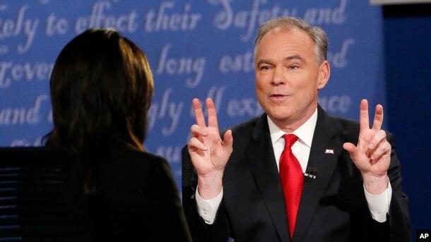 Kandidati për nën-president, Senatori Tim Kaine gjatë debatit