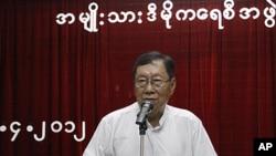 Ông Nyan Win, Tổng thư ký của đảng Liên minh Toàn quốc Đấu tranh cho Dân chủ nói ông chưa chắc liệu 34 nhà lập pháp tân cử của đảng, kể cả lãnh tụ Aung San Suu Kyi có đồng ý tuyên thệ hay không
