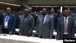Les délégués assistent à une réunion extraordinaire du comité central du parti au pouvoir, le ZANU-PF, à Harare, le 19 novembre 2017.