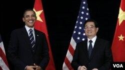 Presiden AS Barack Obama dan Presiden Tiongkok Hu Jintao bertemu sebelum acara KTT G-20 di Seoul, Korea Selatan.