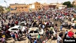 Hiện trường sau vụ đánh bom xe bên ngoài một bệnh viện ở Benghazi, Libya, ngày 13/5/2013.