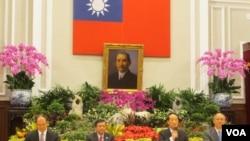 亲民党主席宋楚瑜回台就出席APEC召开记者会(美国之音张永泰拍摄)