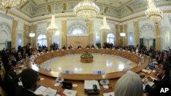 'جی-20' سربراہی اجلاس کی پہلی نشست کا منظر