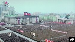 北韓國家電視臺的畫面顯示大批士兵和民眾4月20日在平壤中心廣場