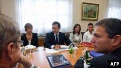Potpredsednik Vlade za evropske integracije Bozidar Djelić na sastanku sa ambasadorima zemalja EU u Vladi Srbije, 29. septembra 2011.