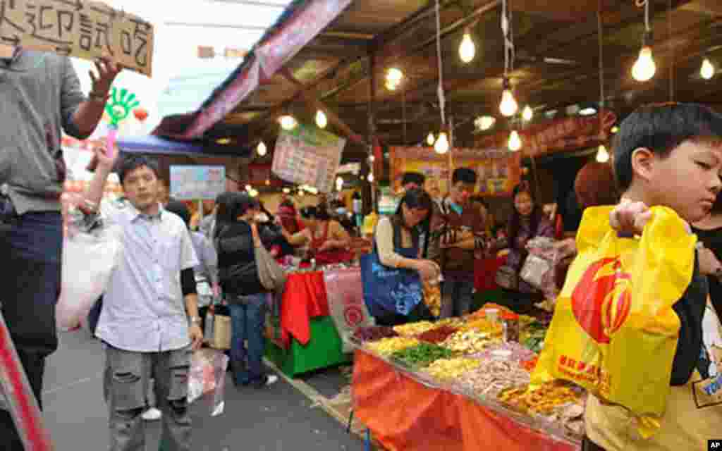 Taiwanese prepare for Chinese new year