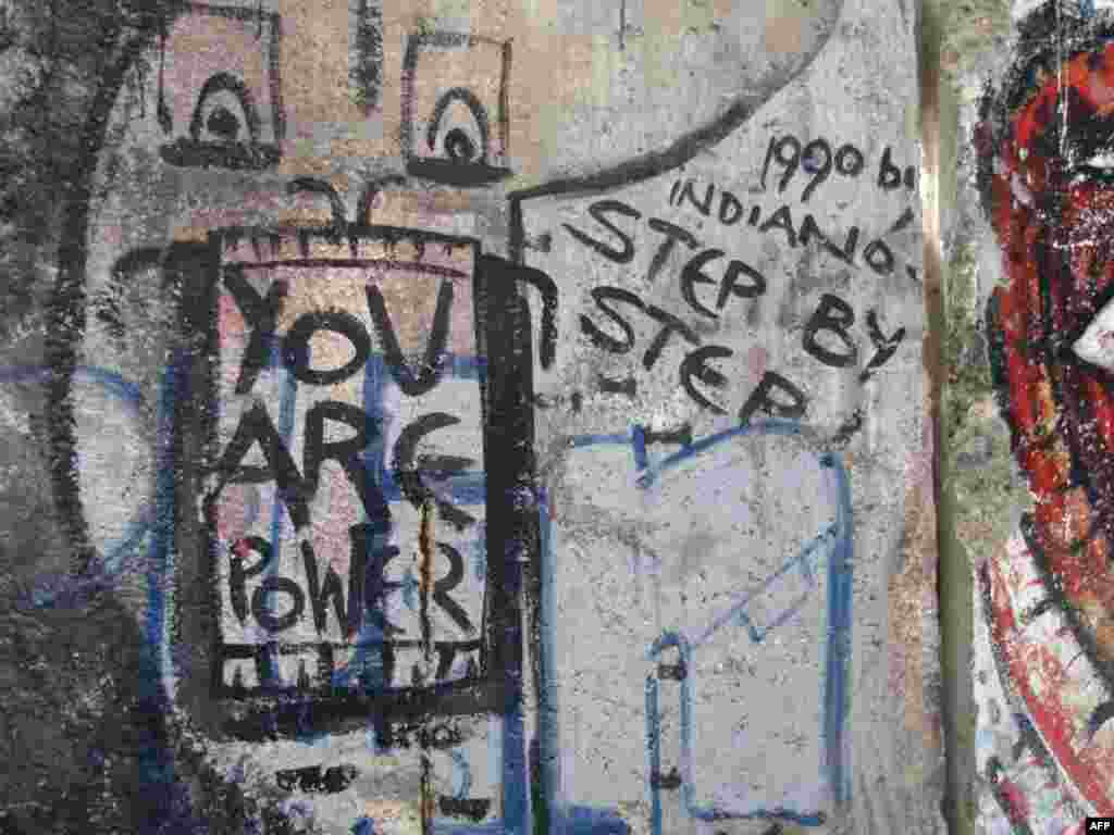 «Берлинская стена» в Newseum в Вашингтоне