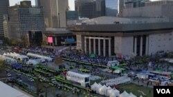 지난 7일 서울 광화문 앞에서 반미·친미 집회가 동시에 열리고 있다.