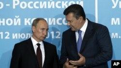 Владимир Путин и Виктор Янукович. Архивное фото.