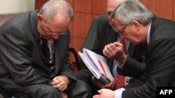Ministar finansija Nemačke i predsednik vlade Luksemburga, Volfgang Šojble i Žan Klod Junker na marginama zasedanja u Briselu