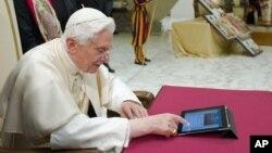 El papa Benedicto XVI ya supera en retuits a Justin Bieber.