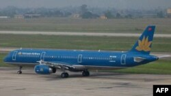Máy bay của hãng Hàng không Việt Nam tại sân bay Nội Bài