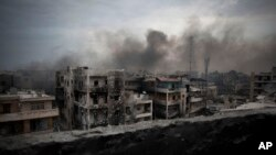 ຄວັນໄຟປິວຂຶ້ນສູ່ທ້ອງຟ້າໃນເຂດ Saif Al Dawla ຂອງເມືອງ ໃຫຍ່ Aleppo, ປະເທດ ຊີເຣຍ.