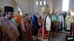 Patrijarh srpski Irinej osveštao je badnjak u novosagradjenom hramu svetog Simeona Mirotočivog na Novom Beogradu.