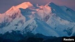 Ngọn núi cao nhất Bắc Mỹ Mount McKinley sẽ được đổi tên thành Denali.