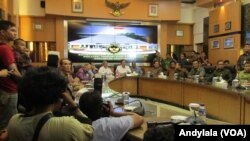 Menko Polhukam Luhut Binsar Panjaitan, di kantor Menko Polhukam, Jakarta, Jumat, 11 Desember 2015 memastikan siap dimintai keterangan oleh Mahkamah Kehormatan Dewan.(Foto: VOA/Andylala).