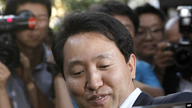 Oh Se-hoon, mayor of South Korea's capital Seoul, gets into a car to leave the Seoul City Hall in Seoul, South Korea, Friday, Aug. 26, 2011