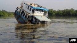 9일 방글라데시 선더번 삼각주에서 유조선이 화물선과 충돌한 후 침몰해 기름이 대량 유출됐다.
