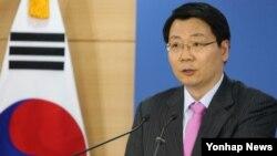 김형석 한국 통일부 대변인이 27일 정부서울청사에서 성명을 통해 북한의 '남남갈등' 조장 시도에 심각한 우려를 표명하면서 남북 당국간 대화에 조속히 응하라고 촉구했다.